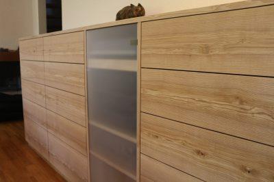 Sideboard aus Esche mit Braunkern